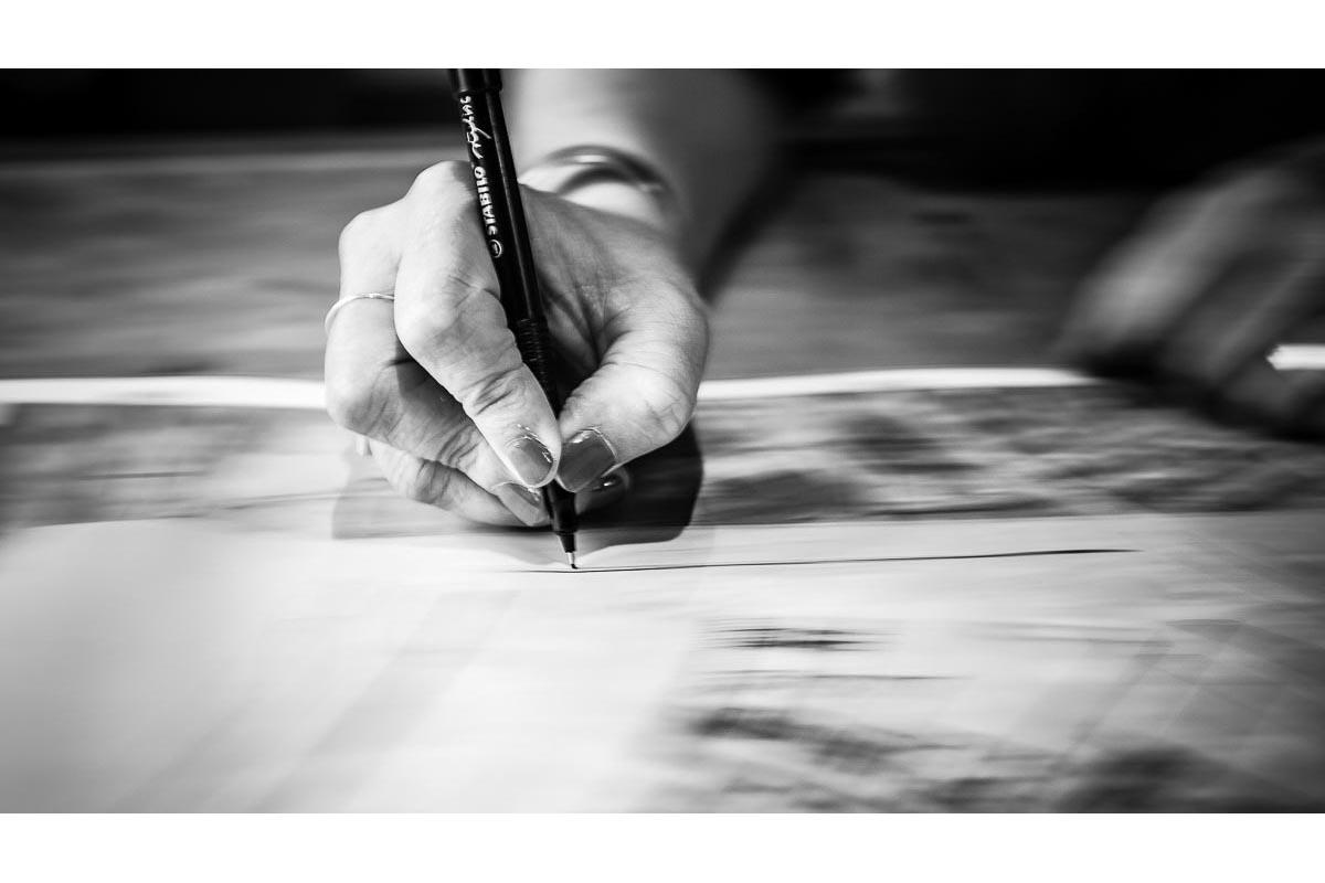 Géomètre mains stylo